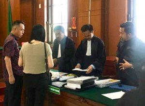 Henry J Gunawan usai menjalani persidangan dengan agenda pemeriksaan terdakwa.