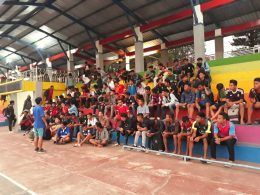 Peserta seleksi tim sepakbola IBU Malang sesaat sebelum menjalani seleksi pemain.