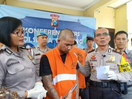 Tersangka komplotan copet spesialis bus, RGS saat dikeler di Mapolres Blimbang, Kota Malang, Jatim.
