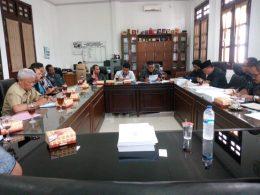 Warga saat mengadukan sengketa tanah ke DPRD Kota Malang