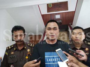 Kasi Pidana Khusus (Pidsus) Kejaksaan Negeri (Kejari) Kota Malang, Ujang Supriyadi (tengah) saat memberikan keterangan kepada awak media.