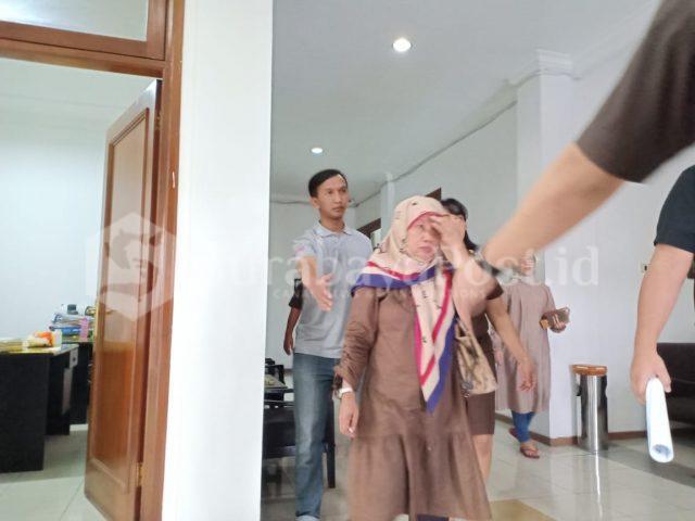 SN terpidana saat digelandang petugas Kejaksaan Negeri Kota Malang menuju Lapas Wanita Sukun.