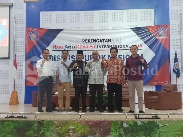 Walikota Malang, Sutiaji (tiga dari kiri) bersama Kepala UPT MKU Polinema, Hairus Sandy (dua dari kanan) serta Kanit Tipikor Polres Batu, Iptu Yussi Purwanto (kanan).