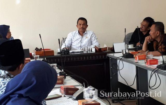 Ketua Komisi C DPRD Kota Batu Didik Mahmud saat gelar Raker dengan Dindik dan PGRI Kota Batu.