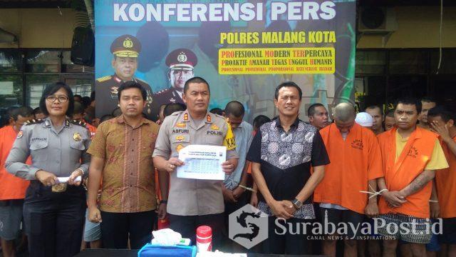 Kapolres Malang Kota AKBP Asfuri SIK MH saat merilis para pelaku kriminalitas di kota Malang.