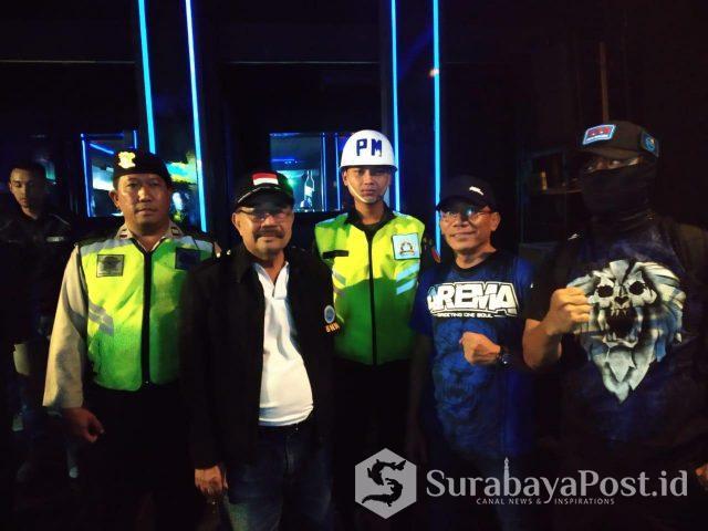 Tim Opsgab saat melakukan razia hiburan malam di Kota Malang.