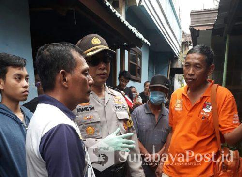Kapolsek Sukun, Kompol Anang Tri Hananta bersama Kanit Identifikasi Polres Malang Kota, Iptu Subandi (kanan) saat olah TKP