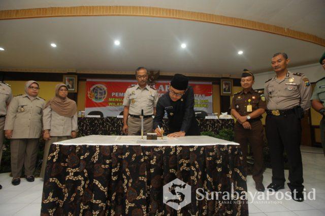 Wali Kota Malang Sutiaji saat di Kantor BPN Kota Malang dalam acara penandatanganan pakta integritas dan deklarasi zona bebas korupsi.