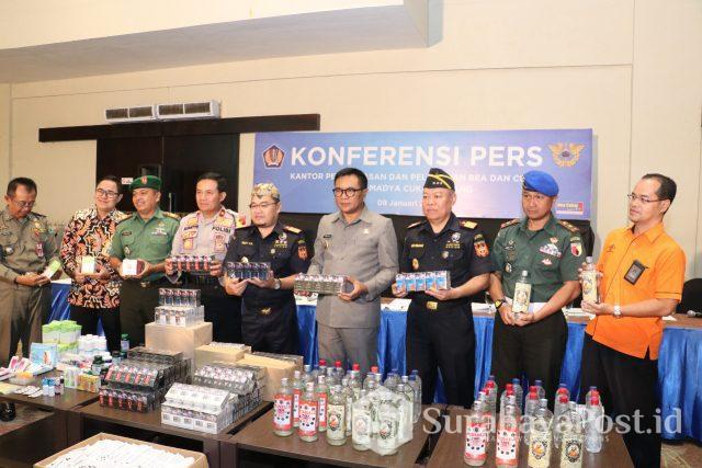 Wawali Malang Sofyan Edi Jarwoko dalam acara pemusnahan barang ilegal yang dilakukan KPP Bea dan Cukai Tipe Madya Cukai Malang.