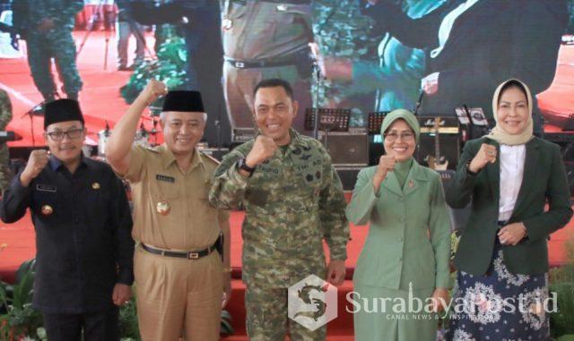 Tiga Kepala Daerah di Malang Raya saat menghadiri Sertijab Pangdivif 2 Kostrad.