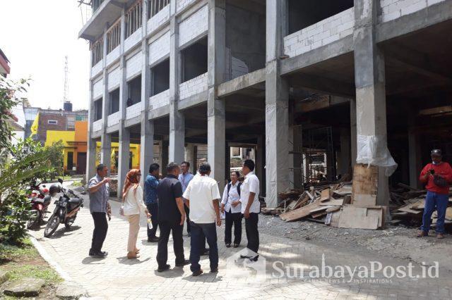 Hotel Ubud ini disidak kalangan dewan bersama Satpol PP dan Dinas Perizinan Pemkot. Kota Batu dan terbukti tak punya IMB.