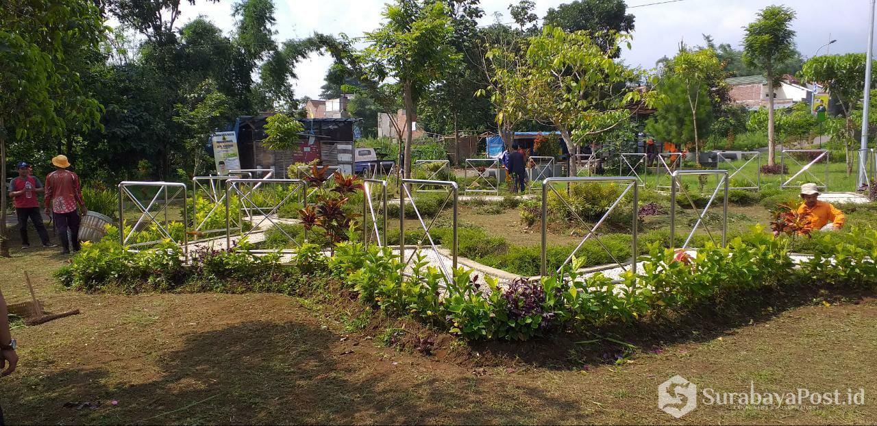 Taman Hutan Kota di Temas ini terlihat rapi, cantik dan indah setelah DLH Kota Batu menurunkan Tim Peramu Taman.