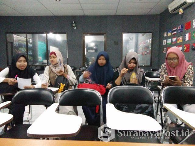 Lima mahasiswi IBU Malang ini dinyatakan lulus seleksi mengajar di Thailand.