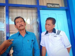 Kepala Dishub Kota Malang Kusnadi (kiri) didampingi Kabid Lalin Agus Mulyadi.