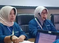 Dirut PDAM Kota Malang Anitasari (kanan) didampingi Kabag Humas PDAM Kota Malang Machfiyah.