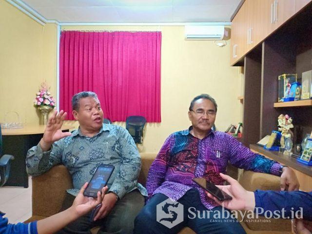 Rektor Unikama, Dr Pieter Sahertian didampingi Wakil Rektor (WR) I, Sudi Dolaji (kiri).