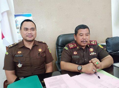 Kepala Kejaksaan Negeri Kota Malang, Amran Lakoni didampingi Kasi Pidsus Ujang Supriyadi