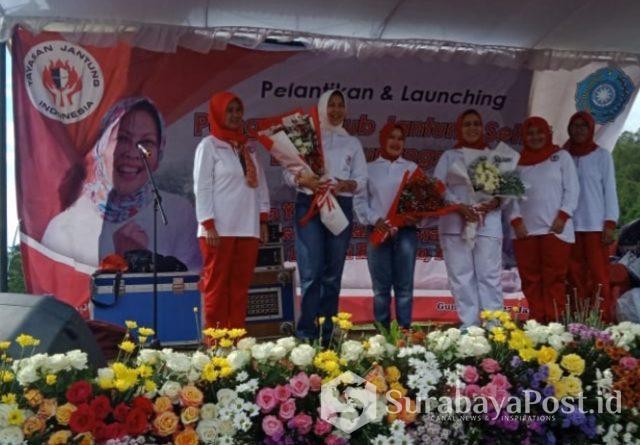 Wali Kota Batu yang juga Ketua YJSI Malang Raya, Hj Dewanti Rumpoko mengukuhkan Pengurus KJS Gunungsar.