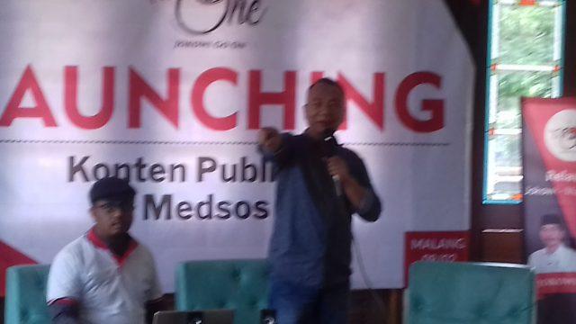Tokoh sentral For One, Anwar Hudiono saat melaunching konten publikasi Medsos untuk Capres Jokowi.