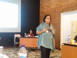 Bendahara YKP, Zumrotil saat memberikan materi dalam Workshop Jurnalis, Kesehatan Perempuan dalam Media di Yello Hotel, Jakarta Selatan, Selasa (12/2/2019).