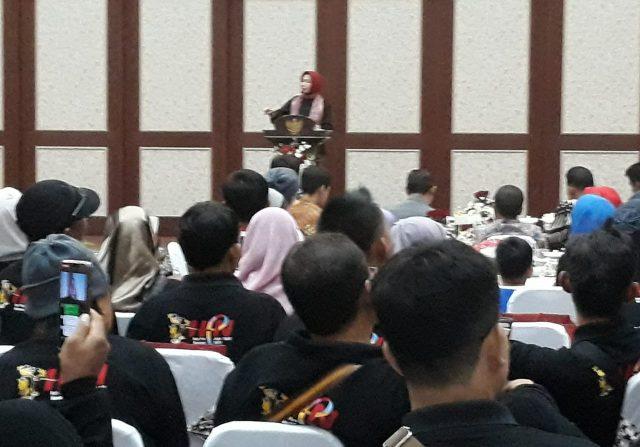 Wali Kota Hj Dewanti Rumpoko kala menyambut ratusan wartawan se Indonesia yang berkunjung ke Kota Wisata Batu.