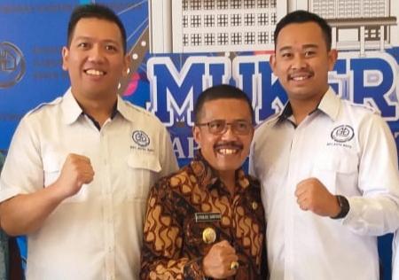 Wakil Wali Kota Batu, Punjul Santoso dan Ketua BPC Gapensi Kota Batu Hendra Angga Sonata