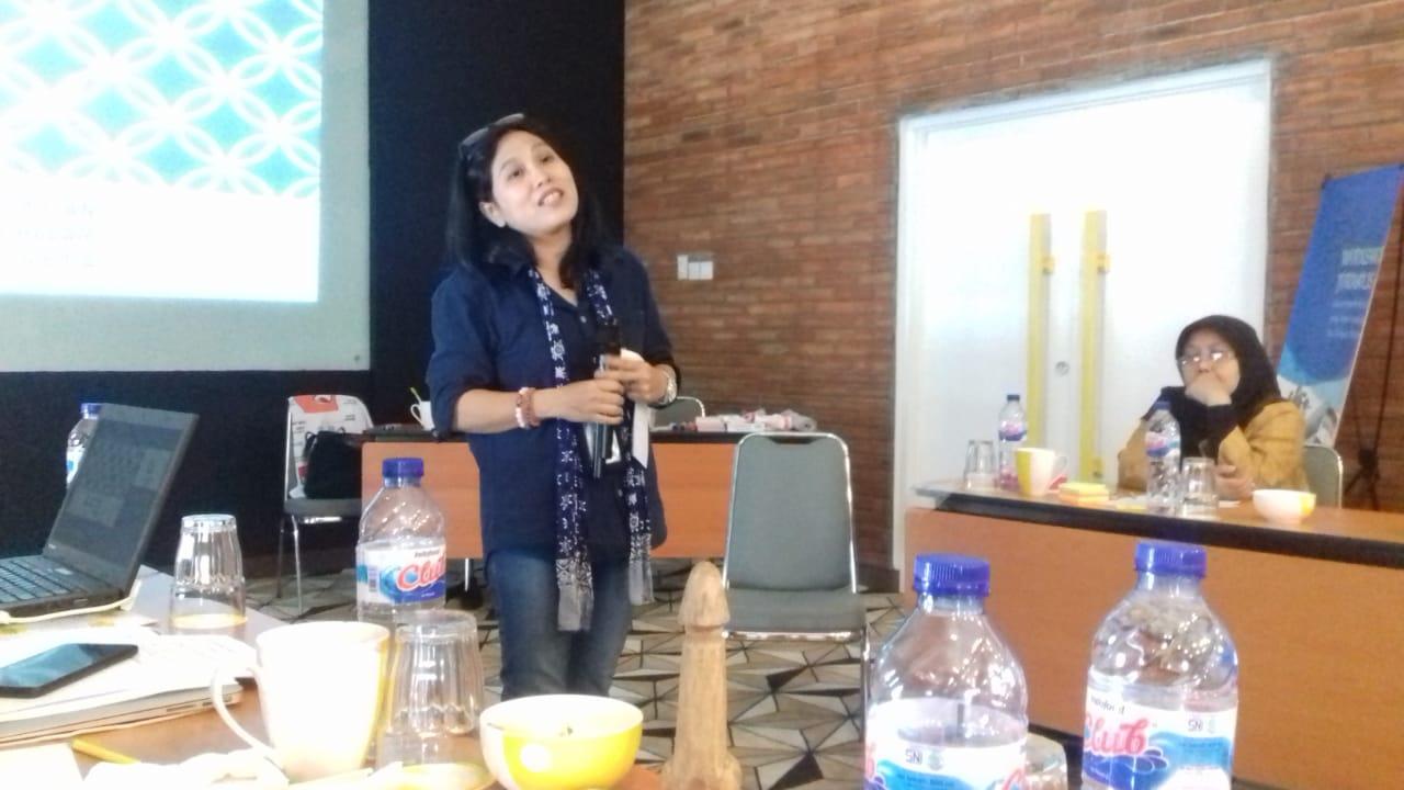 Wartawan senior dari Kompas, Sonya saat memberikan materi dalam Workshop Jurnalis, Kesehatan Perempuan dalam Media di Yello Hotel, Jakarta Selatan, Selasa (12/2/2019).