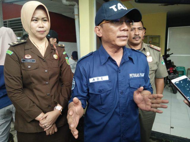 Kepala BP2D Kota Malang Ade Herawanto disela-sela melakukan Opsgab terhadap wajib pajak pengguna air bawah tanah.