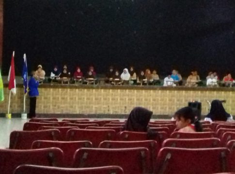 Siswa SDN Percobaan 1 Kota Malang kala gladi bersih untuk imtihan munaqosah mengaji Al qur'an di Gedung Kesenian Gajayana Kota Malang, Jumat (15/2/2019).