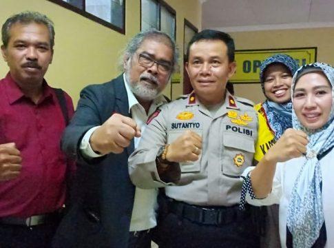 Ketua Komisi Nasional Perlindungan Anak (Komnas PA), Aris Merdeka Sirait dan Kabag Ops Kompol Sutantyo usai audiensi.