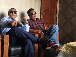 Advokat Indra Bayu SH MKn (kiri) bersama Suwito SH MH.