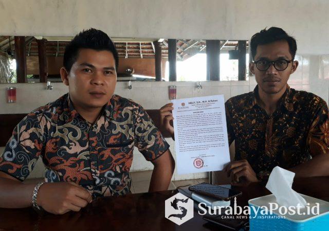 Kuasa hukum PT Kharisma Putra Igmas, Helly SH MH didampingi Asistennya.