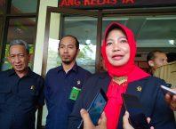 Ketua PN Kota Malang, Nuruli Mahdilis saat memberikan keterangan pers.