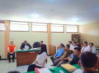 Saksi saat memberikan kesaksian dalam sidang kasus penipuan dengan terdakwa Maria Purbowati.