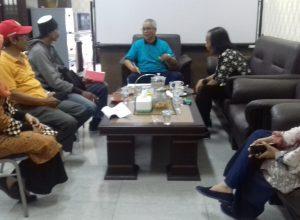WR 3 UIN Maliki Malang Dr Isroqunnajah (kaos biru) kala menjelaskan soal pembukaan Prodi BI di Universitas Al Azhar Mesir.