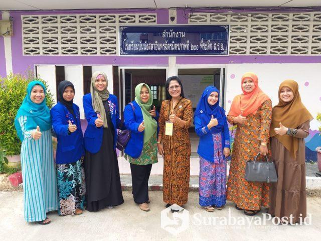 Mahasiswa IBU Malang bersama para guru di Lukmanulhakeem Yala Thailand.