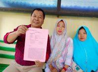 Husain Tarang (kiri) kuasa hukum terdakwa.