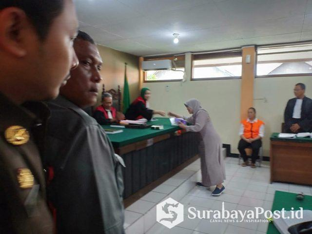 Saksi ahli Nur Wahjuni saat memberikan keterangan di PN Malang dalam kasus yang menjerat terdakwa Maria Purbowati