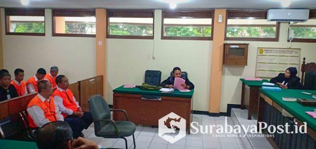 Terdakwa R Dandung Jul Hardjanto yang ASN Pemkot Malang itu saat disidang di PN Malang terkait pemalsuan dokumen AJB milik PT STSA.