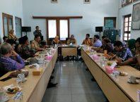 Dinas Penanaman Modal, Pelayanan Terpadu Satu Pintu dan Tenaga Kerja (DPMTSP-Naker) Kabupaten Rembang saat berkunjung ke Disnaker Kabupaten Malang.