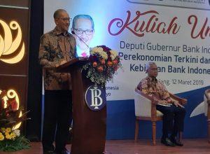 Deputi Gubernur BI Dody Budi Waluyo saat memberi kuliah umum di Auditorium Gedung Pascasarjana Fakultas Ekonomi Universitas Brawijaya Malang, Selasa (12/3/2019)