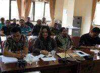 Para pengacara dari 22 karyawan VEPH saat melakukan hearing di kantor DPRD Kota Batu.