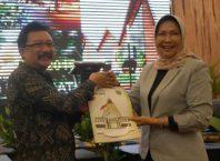 Walikota Hj Dewanti Rumpoko dan Ketua DPRD Kota Batu Cahyo Edi Purnomo.