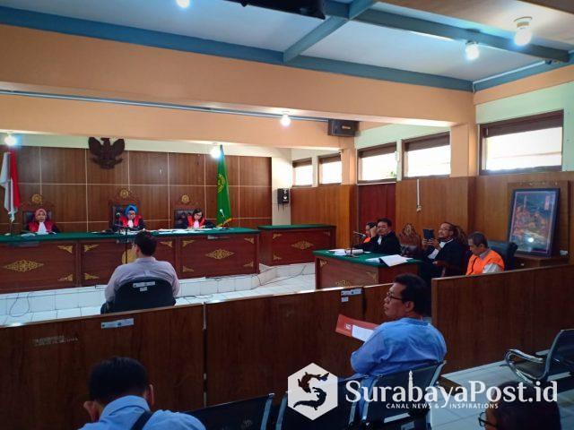 Saksi saat memberikan keterangan dalam persidangan kasus pemalsuan dokumen dengan terdakwa R Dandung Jul Hardjanto dan Andriono