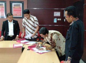 Penandatanganan kerjasama antara Advokat Surjo dan Partners dengan BKBH Fakultas Hukum Universitas Brawijaya Malang.