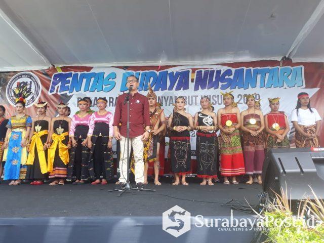 Rektor IBU Malang Dr Nurcholis Sunuyeko saat membuka Pentas Budaya Nusantara.