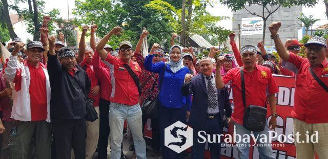 Para karyawan BUMN PT Kertas Leces Probolinggo usai melakukan Untuk rasa dan mengadu ke Hakim Pengawas Sarwedi.