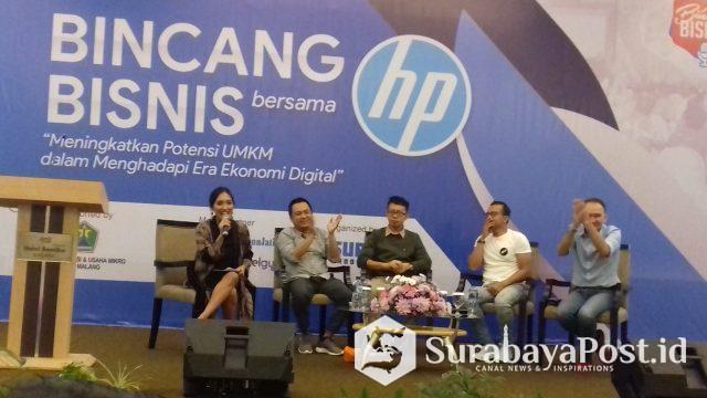 Para narasumber sumber yang memberikan materi terkait pengembangan UMKM dalam Bincang Bisnis yang digelar Harian Surya bersama Hewlett Packard (HP) di Hotel Santika Malang, Sabtu (27/4/2019).