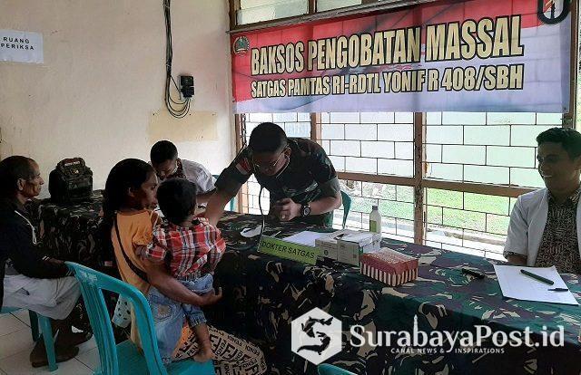 Pengobatan gratis dalam bakti sosial yang dilakukan Satgas Pamtas RI-RDTL Sektor Timur Yonif R 408/Sbh dan Polri bagi masyarakat Kecamatan Tasifeto Timur, Kamis (04/04/2019).