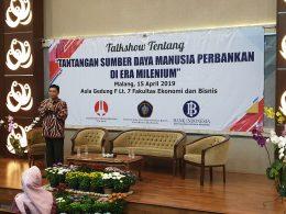 Ketua BMPD Jatim-Malang yang juga Kepala BI Perwakilan Malang Azka Subhan Aminurridho saat membuka talk show bertajuk Tantangan SDM Perbankan di Era Milenial yang digelar di kampus Universitas Brawijaya Malang, Senin (15/4/2019).